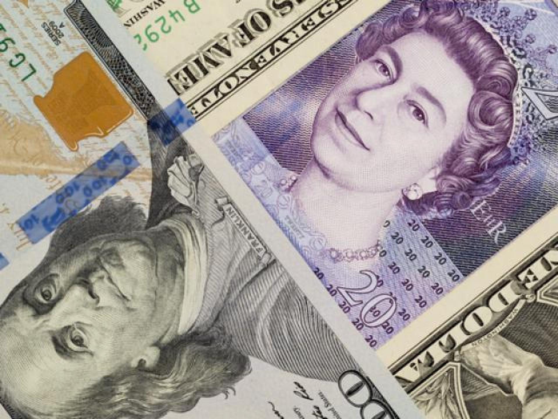 Dollar index dwindles on disappointing data, pound extends gain