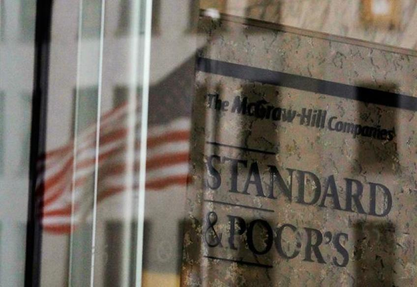 Trade hopes surge Wall St., S&P snatched best quarter since 2009