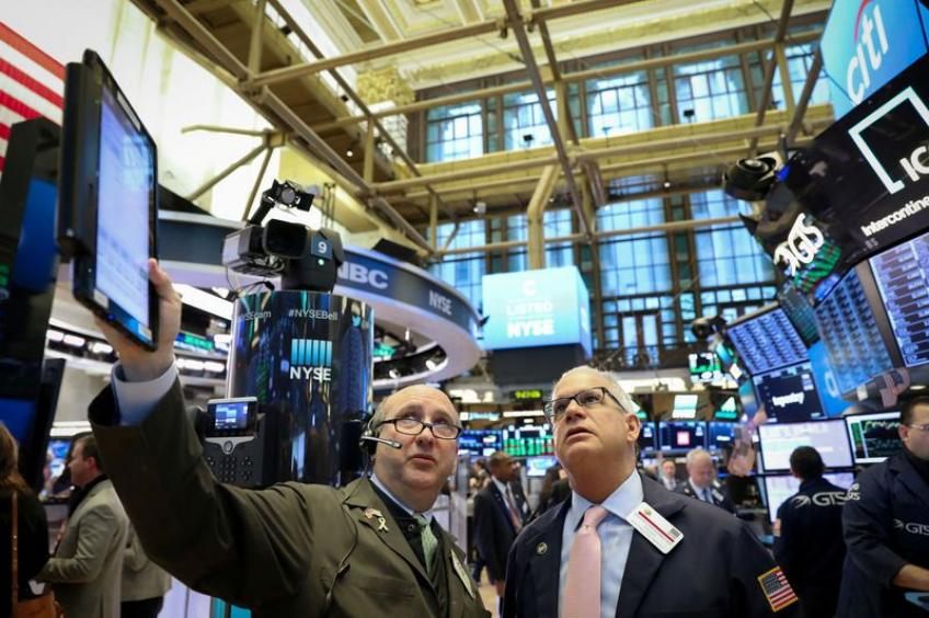 Wall St. edges higher on modest corporate earnings