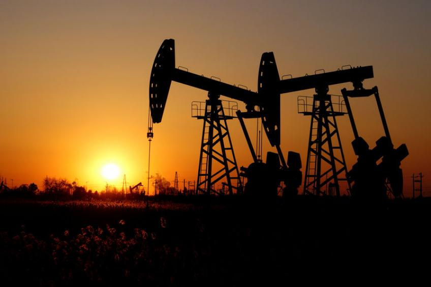 Oil price falls alongside global equities on trade impasse