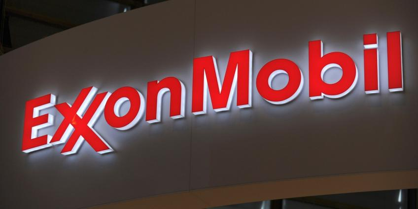 Exxon Mobil withdraws foreign staff from Iraqi oilfield, draws protest