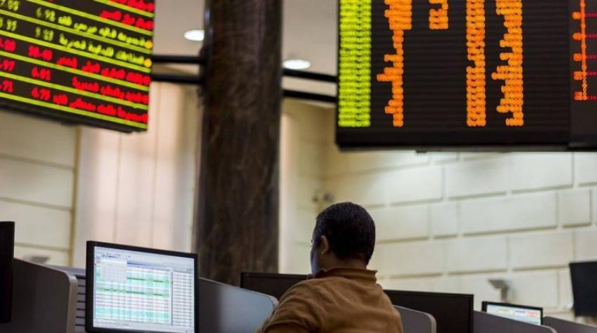 Saudi bourse fell back on financials, Egypt rising