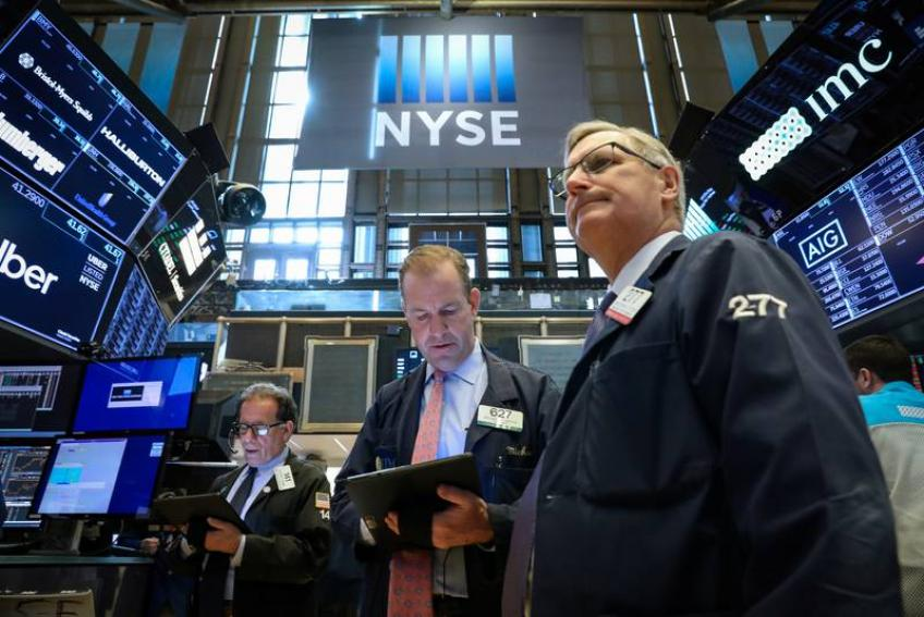 Wall St. extends losing streak, as trade tension fuels growth fears