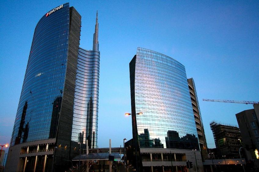 Italy's UniCredit sets Commerzbank bid in the air