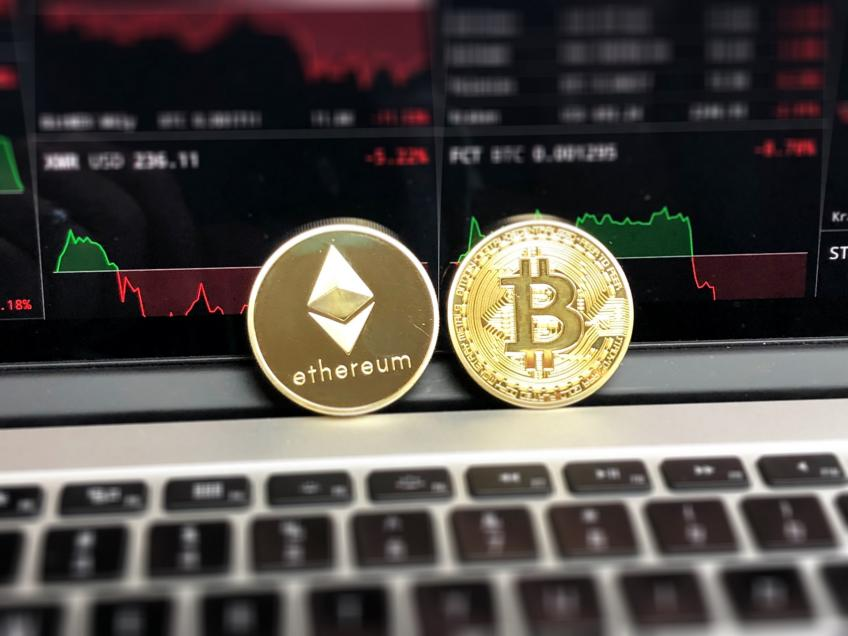 Bitcoin drops more than 10% as cryptocurrency criticisms creeping