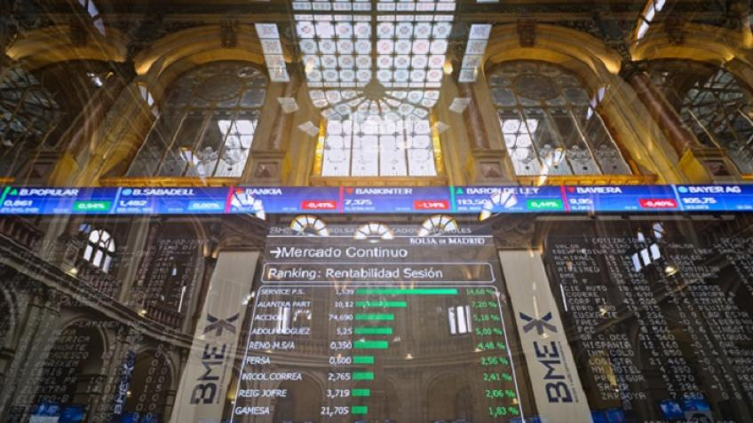 European shares end lower as growth worries creeping