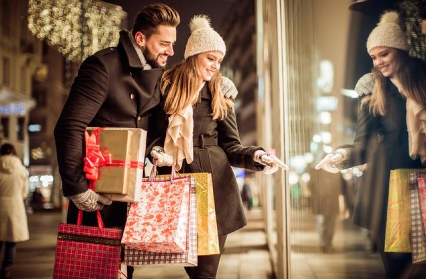Strong US retail sales in July briefly ease glooms over US economy