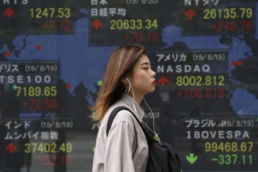 Asian shares sink, Yen rises, offshore Yuan hurt as trade worries mount