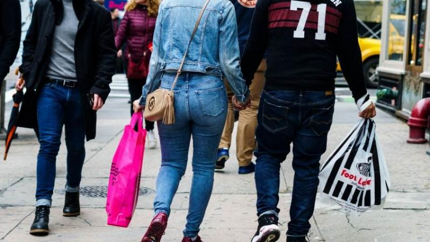 US consumer confidence falls marginally in July, hawkish rate-cut unlikely