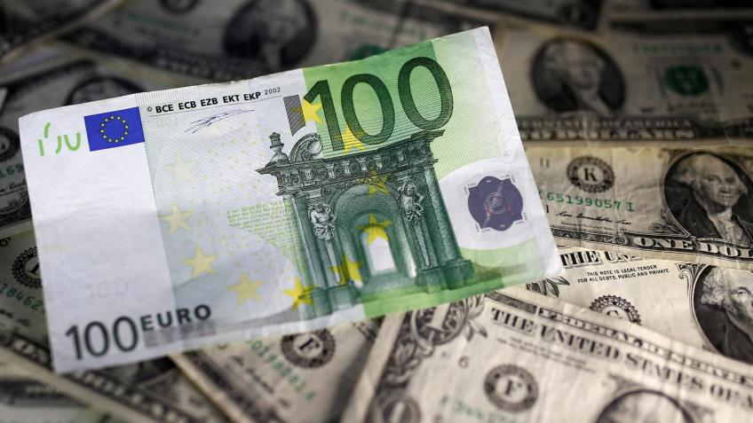 Euro falls to its lowest level since May 2017