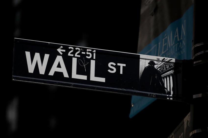 Wall St. rebounds as investors shrug off impeachment risk on Ukraine issue