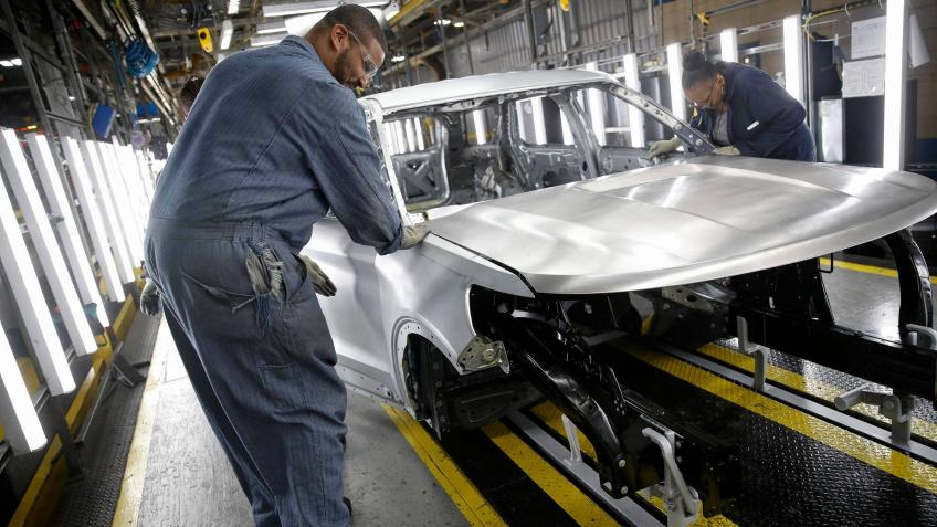 US manufacturing contracts to ten-year low as trade tensions drag on