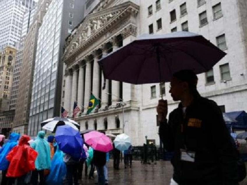 Wall St. totters as US visa restriction for Chinese officials adds to gloom