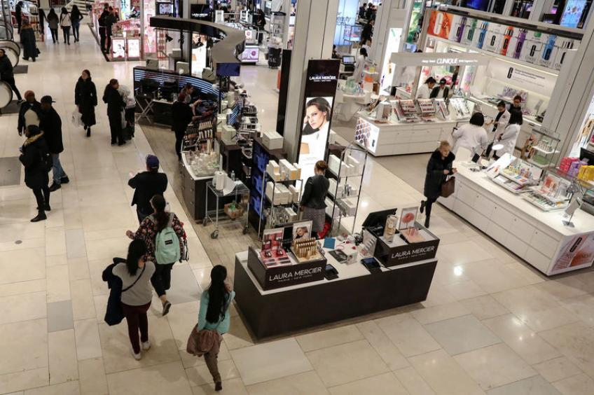 US consumer spending slowing down, inflation benign