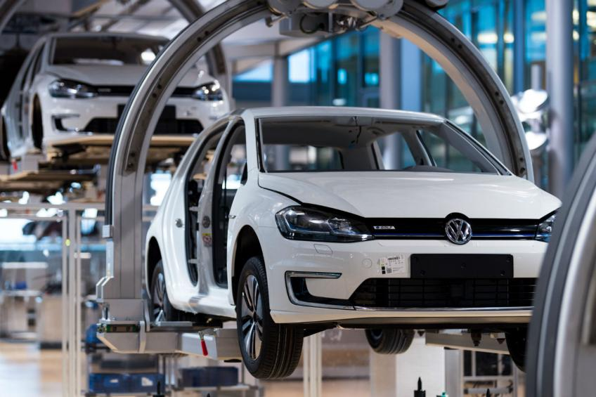 Volkswagen AG to invest €60 billion in e-mobility, digital tech by 2024