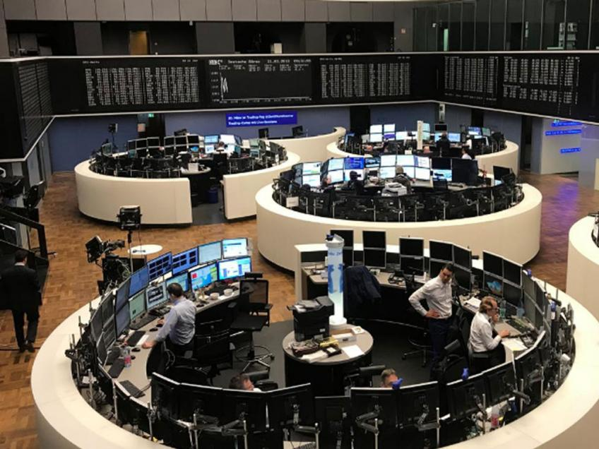 European shares extend plunge on trade woes, Thyssenkrupp slump
