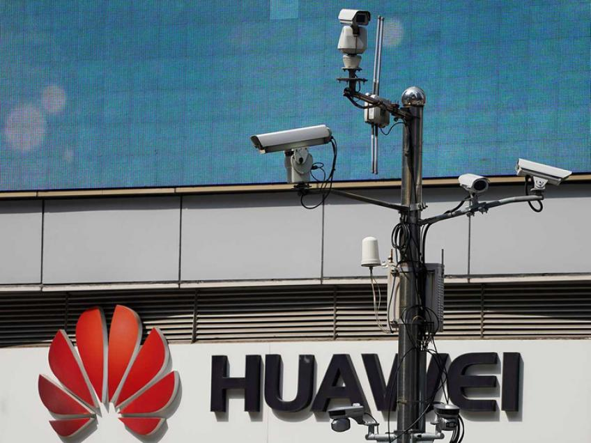 White House considers kicking Huawei out of US payment system