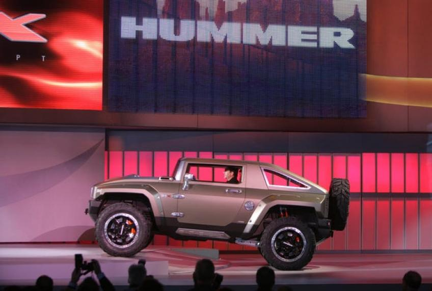 General Motors to revive 'Hummer' name with electric pickups, SUVs