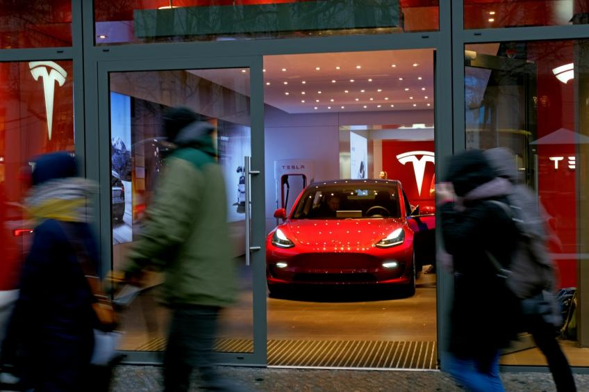 Tesla moves closer to rolling out first European factory with German property buy