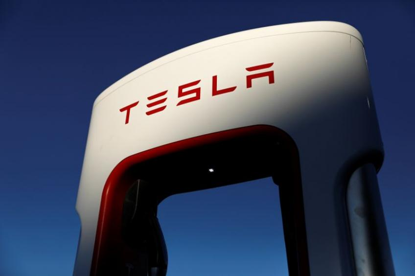 Tesla extends profit run, shares crack $600 level for the first time on record