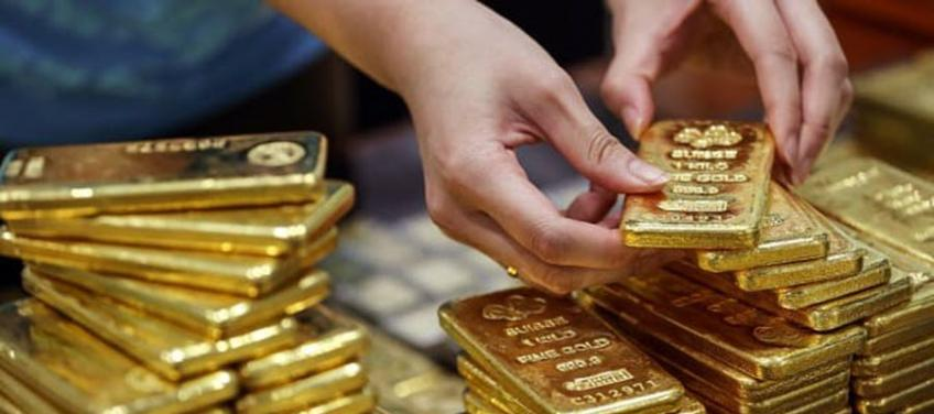 Gold clocks best monthly gain since July 2019 as virus fear bubbles safe-haven appeal