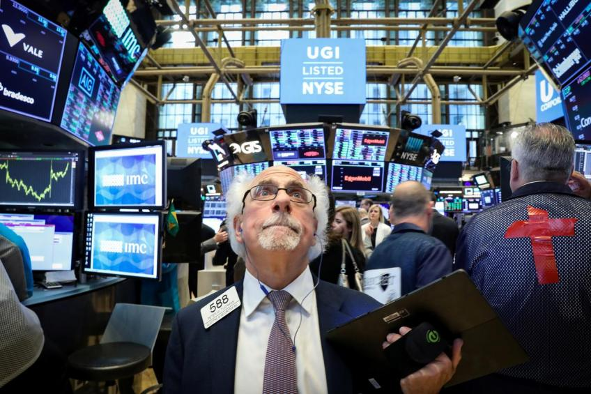 Disappointing US business data drags Wall St. down to its knees