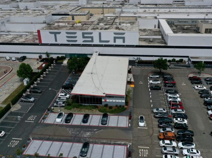 California county, Tesla's Musk reach deal to reopen US plant next week