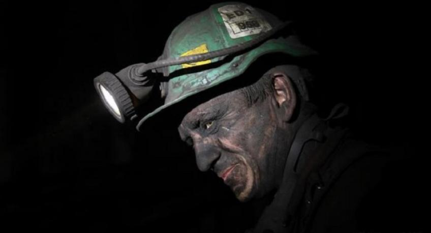 Poland halts work at 12 coal mines in light of pandemic; union inflames