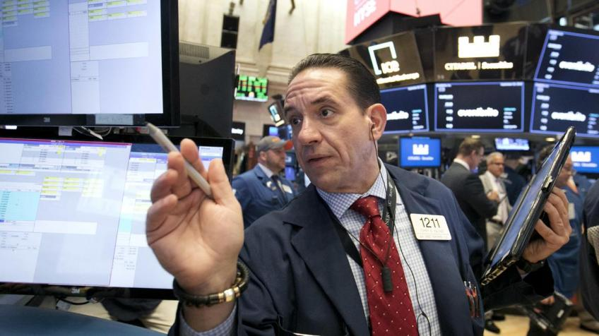 Wall St. gains despite tottered tech stocks