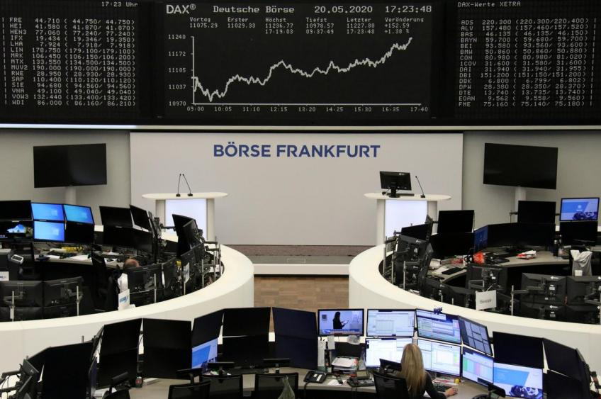 European shares end turbulent day lower as investors awaited US Fed decision