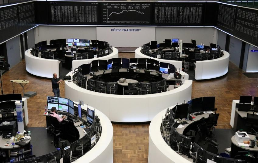 European shares end lower, but record best quarter since March 2015