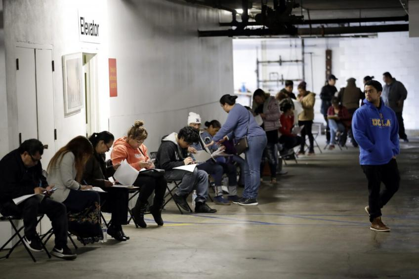 US weekly jobless claims near four-month lows; millions drawing unemployment paycheck