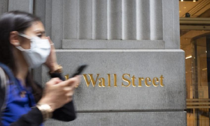Tech giants lead gains in Wall St. as S&P 500 closes 4th straight winning month