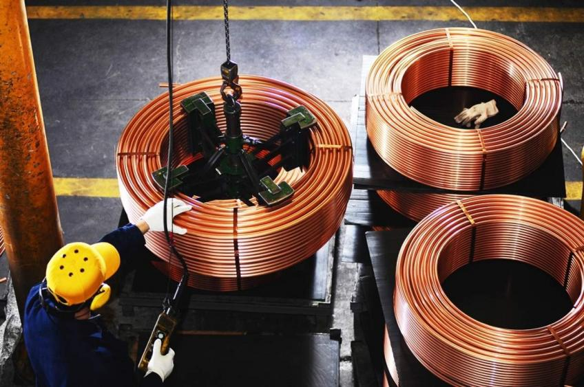 Economic bellwether copper gains on demand hopes, sliding inventories