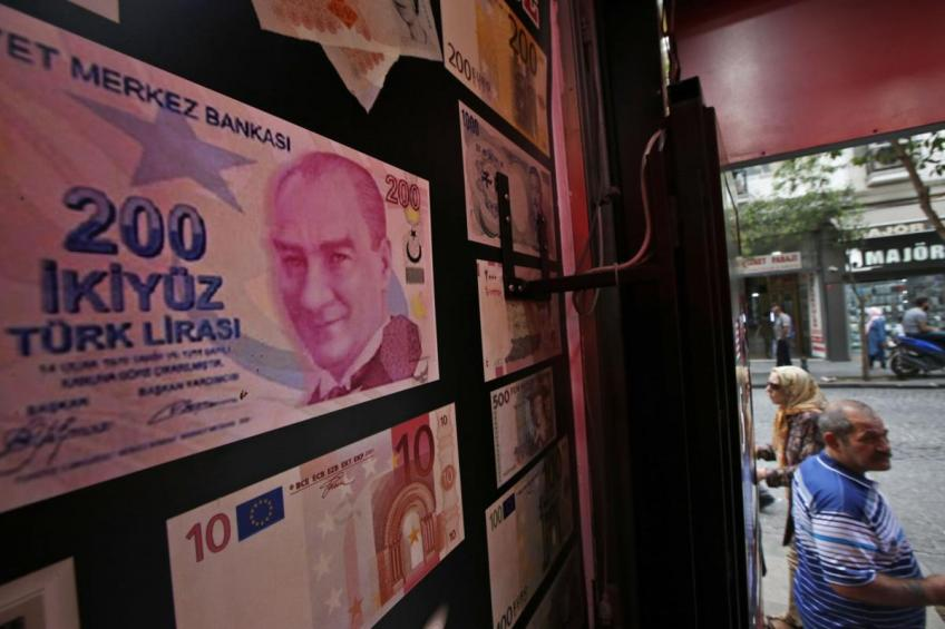Turkish currency hits all-time low amid recession bubbles