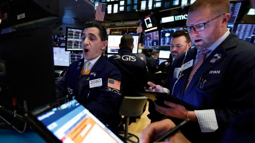 Wall St. extends losses in jigsaw session as Nasdaq routs persist