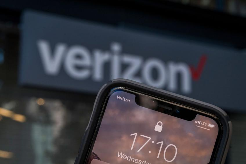 New York's Verizon to purchase prepaid phone seller Tracfone for up to $6.9 billion