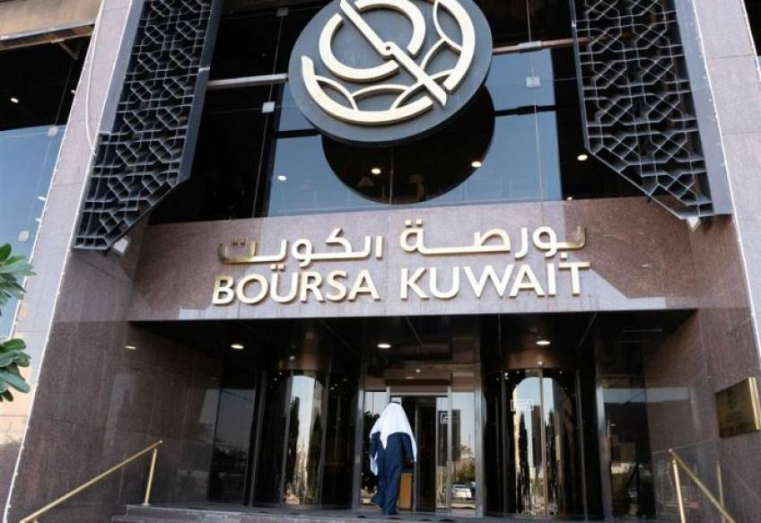 Gulf bourses retreat; Kuwait rebounds on reopening after Emir's death