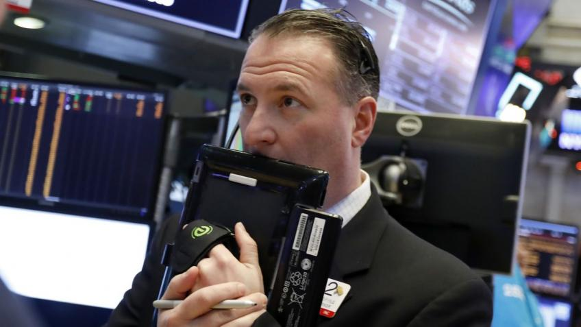 Wall St. ends lower as stimulus hopes fade