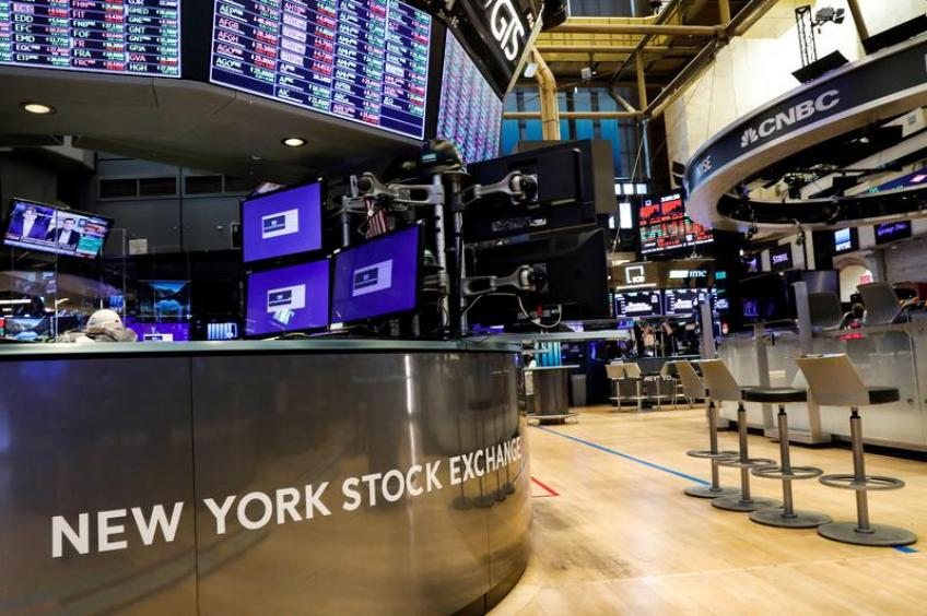 Wall St. ends choppy session lower as stimulus bill remains elusive