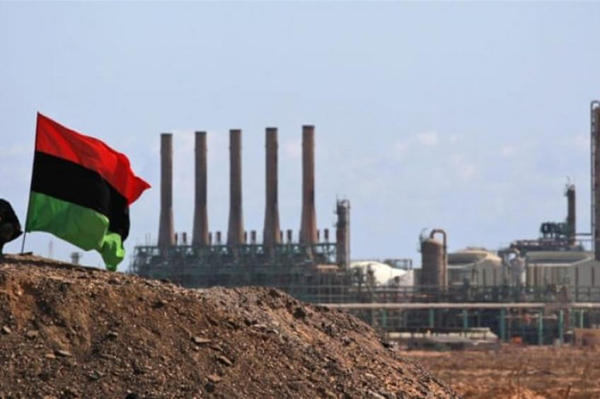 Oil falls 2% as Libyan output soars, pandemic-driven demand worries weigh