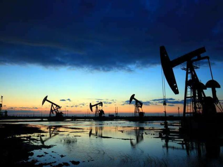 Oil price climb continues on Asian market strength