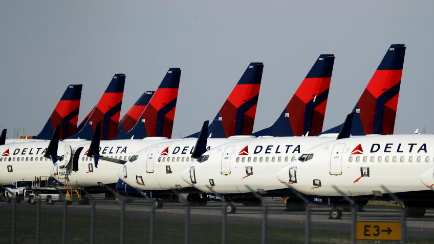 Atlanta's Delta Air expects positive cash flow by Spring in latest sign of recovery