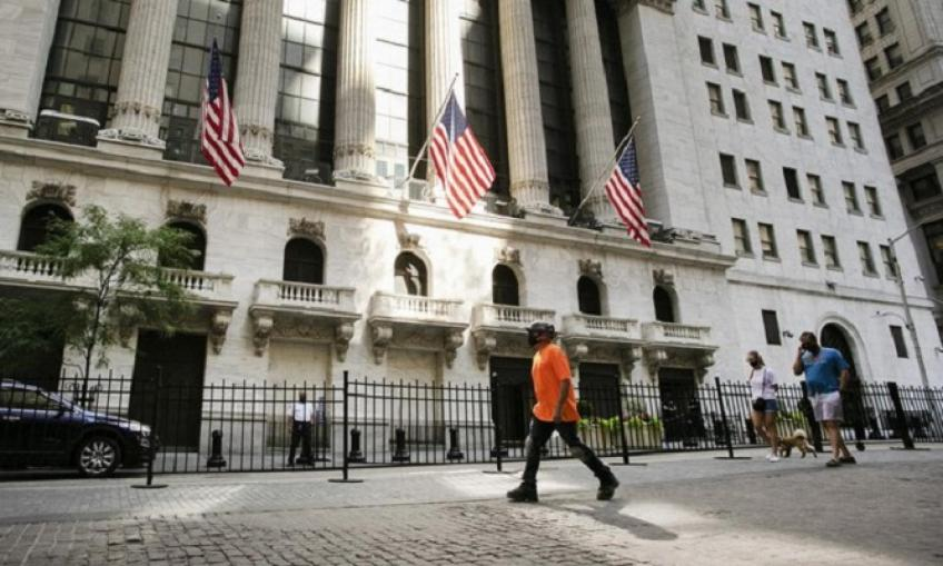 Wall St. ends almost flatlined as earnings' season gains speed
