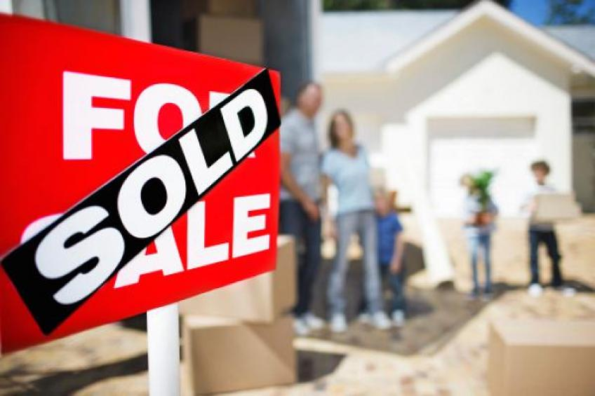 US new home sales edge higher, but miss expectation amid a sharp hike in prices