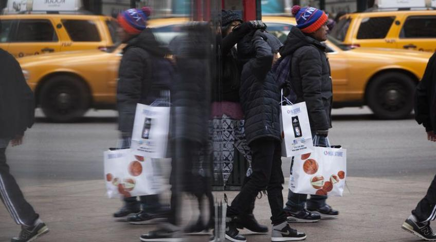 US consumer prices fall amid a plunge in fuel price