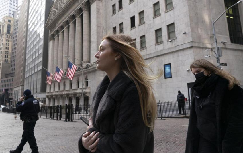 Wall St. ends on cloud nine as S&P 500, Dow hit record, bag 4th straight weekly gain