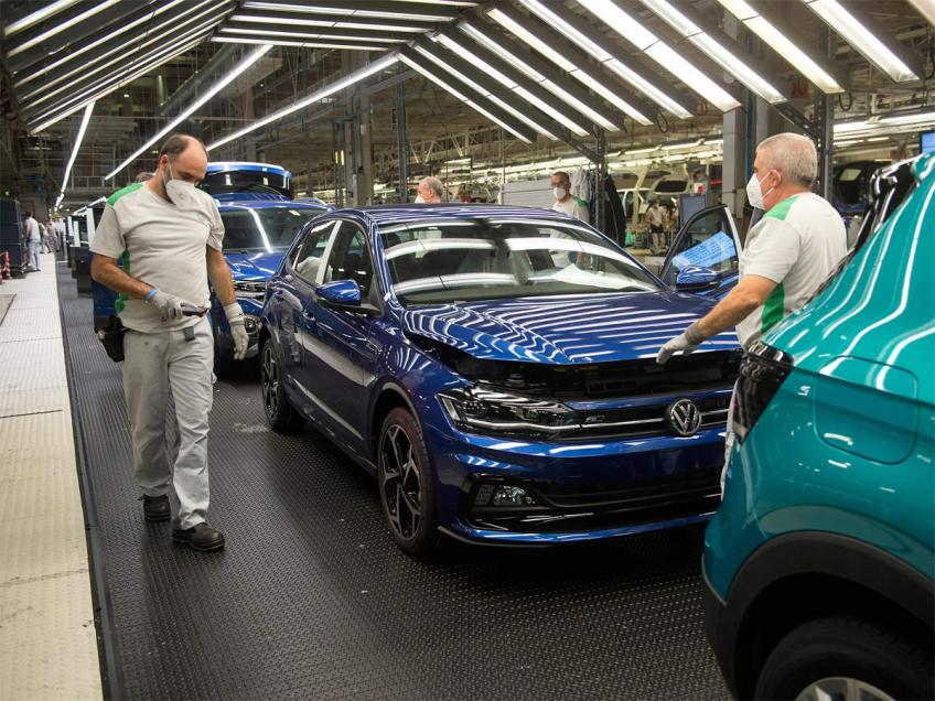 Volkswagen expects tight chip supply in coming months, sees a better 2nd half on 2021