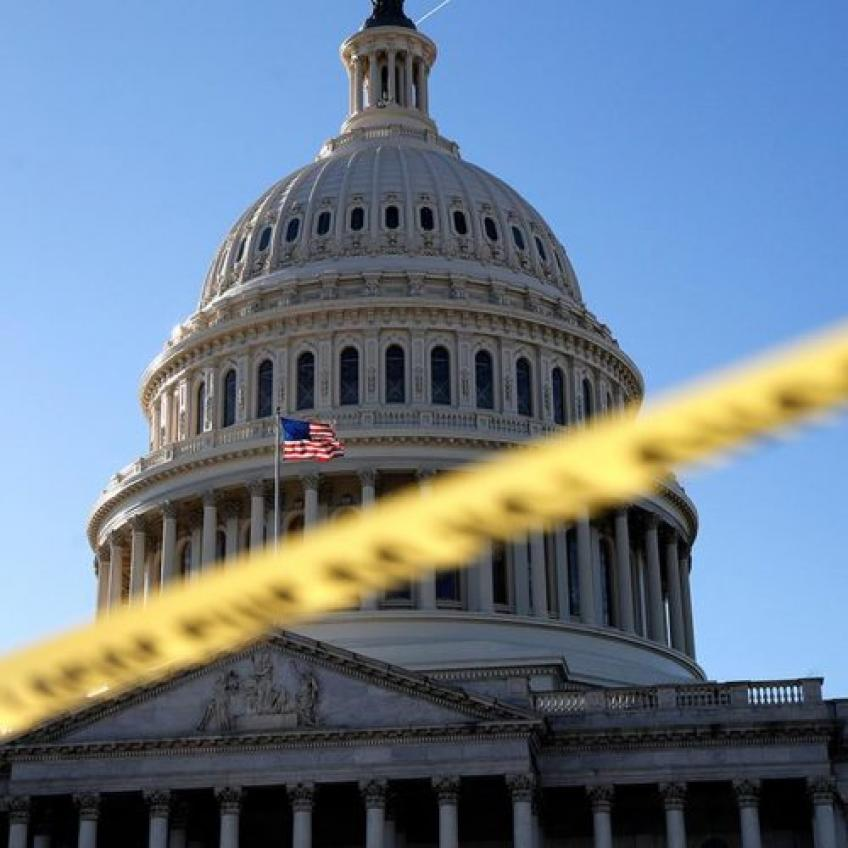Shutdown inflicts further wounds, contractors & coast guards without pay