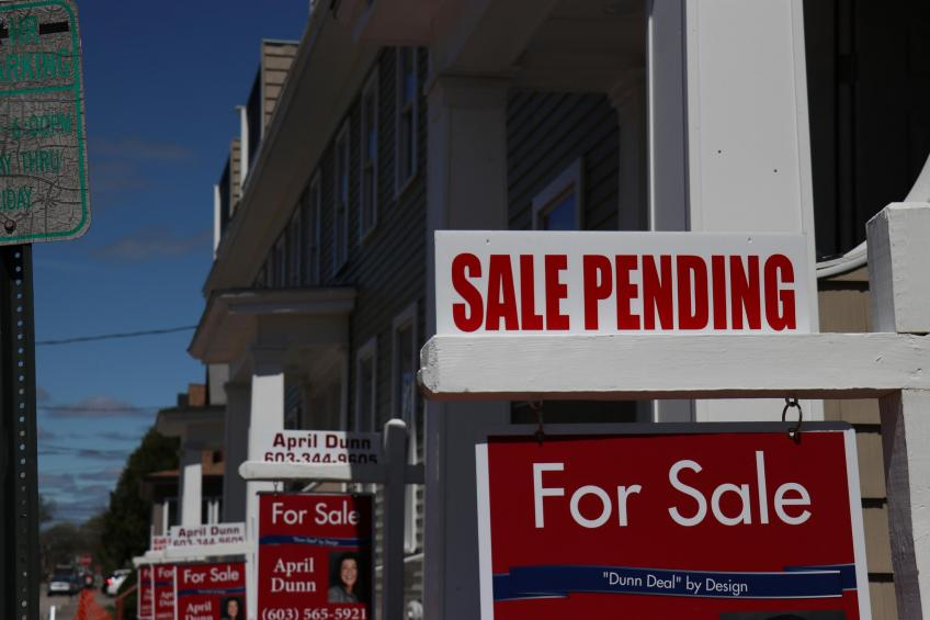 Columbia's MBA says US mortgage applications slip to lowest since early-2020